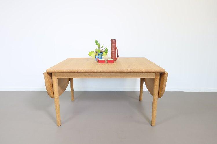 Drop leaf oak coffee table by Hans Wegner