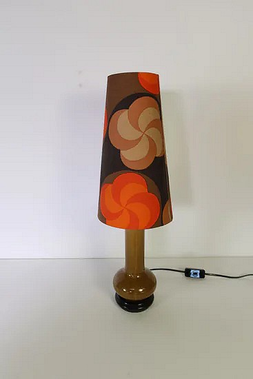 Ceramic table lamp with flower shade