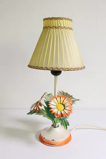 Tole flower table lamp