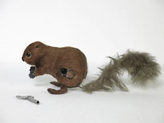 Wind-up hopping squirrel